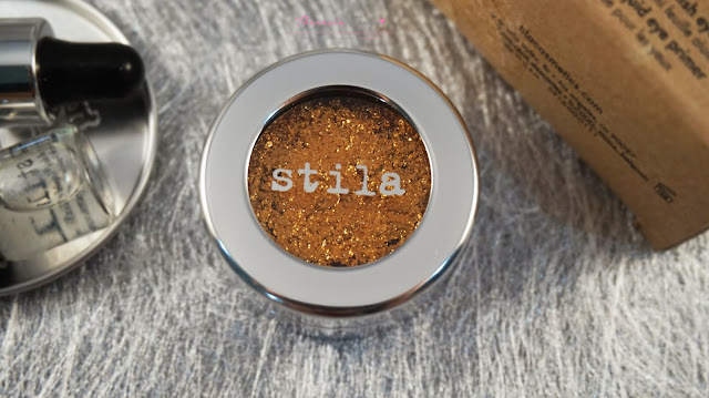 A new innovative eyeshadow product with a texture of foil that gives the best color vibrancy off on the eyes that literally sparkles when you blink! Stila Magnificent Metal Foils Finish Eye Shadow in Commex Gold! eyeshadow terbaru dari stila dengan tekstur yang berbeda dan warna yang cerah dan keluar!
