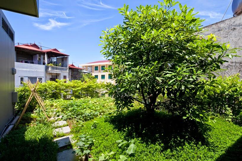 konsep-green fall-unsur-alami-segar-dan-asri-pada-desain-fasad-rumah-ruang dan rumahku-013