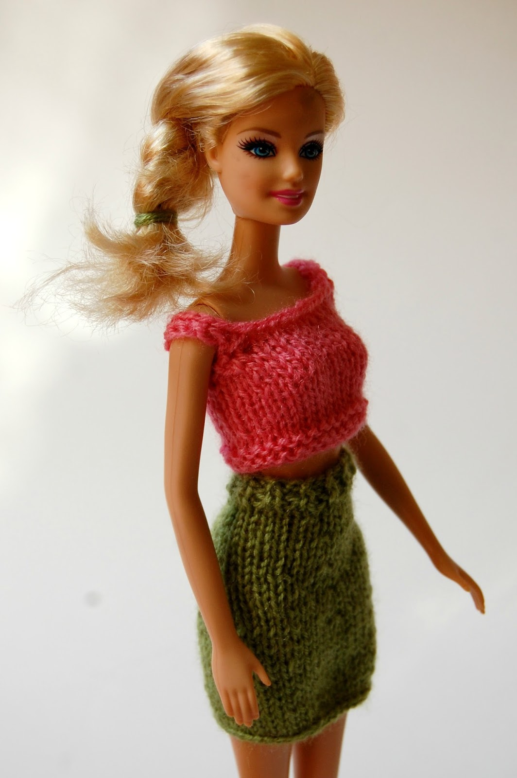 Free Barbie Knitting Patterns : the geeky knitter: barbie pencil skirt - free knitting pattern
