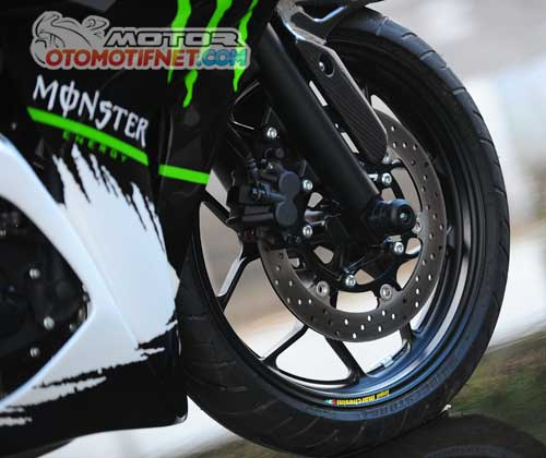 Modifikasi Yamaha YZF-R25 Monster