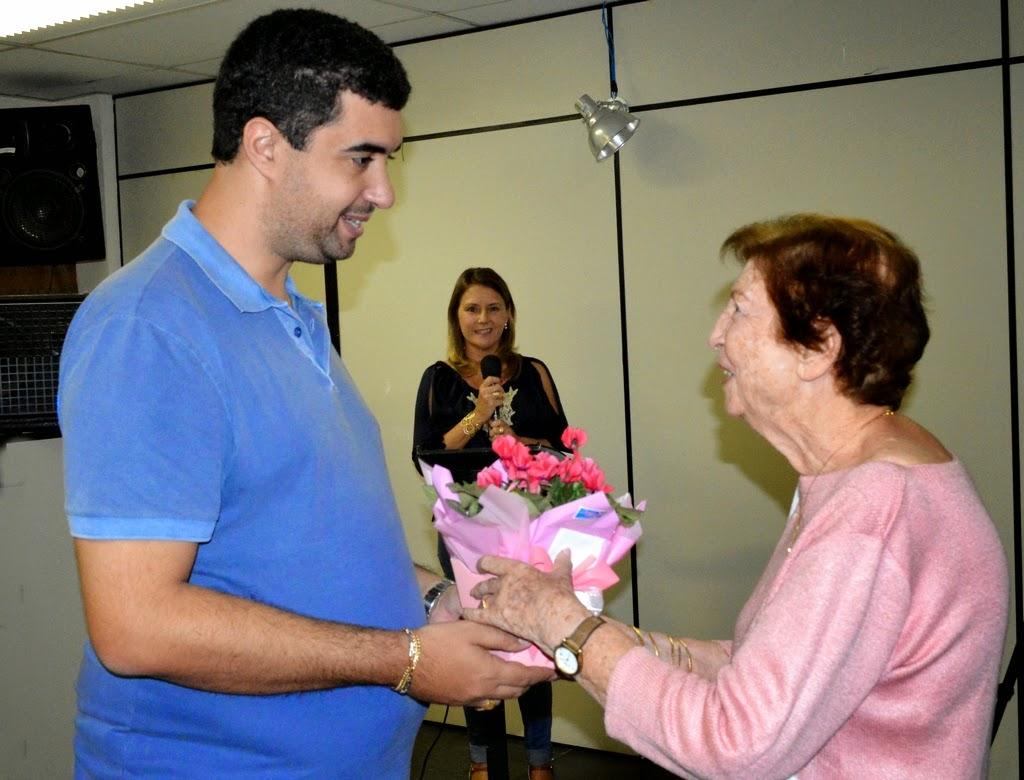 Representando a primeira presidente do Conselho Municipal de Educação, professora Alice Rodrigues Nunes, Fauzea Laud foi homenageada durante a cerimônia