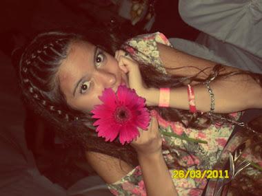 Quiero regalarle una flor al amor de mi herida.