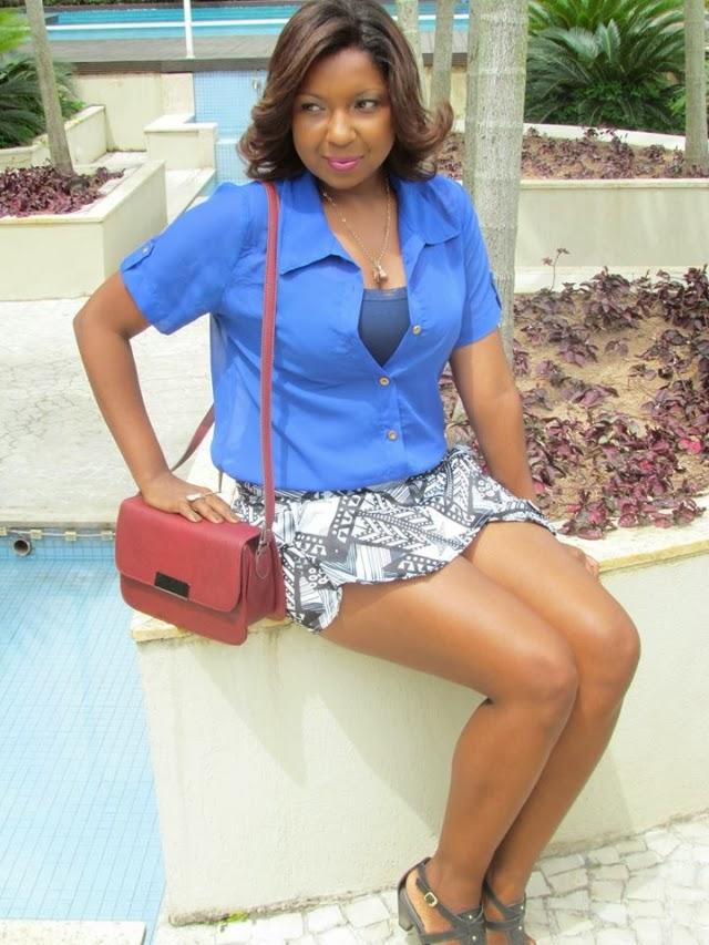 /look-do-dia-blusa-azul-chifon-skitrt-short-saia-estampa-geometrica-+etnica-bolsa-vermelha-3