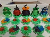 "Cup Cakes Buttercream With Figure Toy ""Oggy & The Cockroaches"""