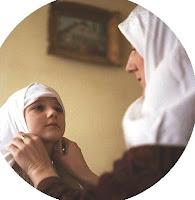 Wahai Muslimah, Ini Kelebihan Memiliki Anak Perempuan