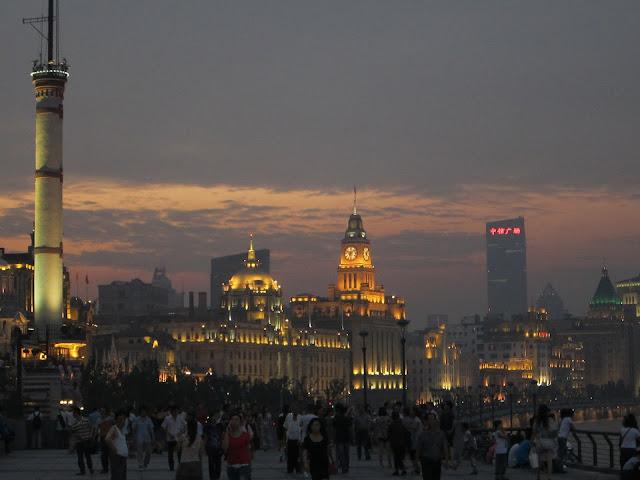 Paseo por la orilla del Bund, Shangai.