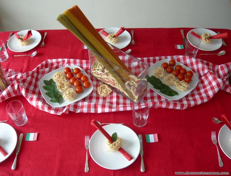 La merienda consistio en ensalada veneciana, tabla de quesos italianos, aceitunas, bruschetta de tomate y mozarella, piadina, pizza margarita y de postre