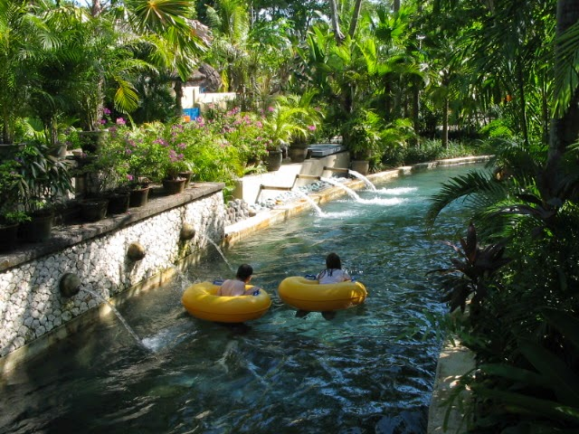 Lazy river di waterboom bali