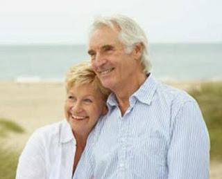 العلاقة الزوجية بعد سن الخمسين  - رجل مسن امرأة مسنة كبير فى السن العمر عجوز عجوزة حب رومانسية غرام - old woman man sex life married couple