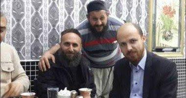 التقاط صور تبين تواجد ابن الرئيس التركي بصحبه قيادات من تنظيم داعش