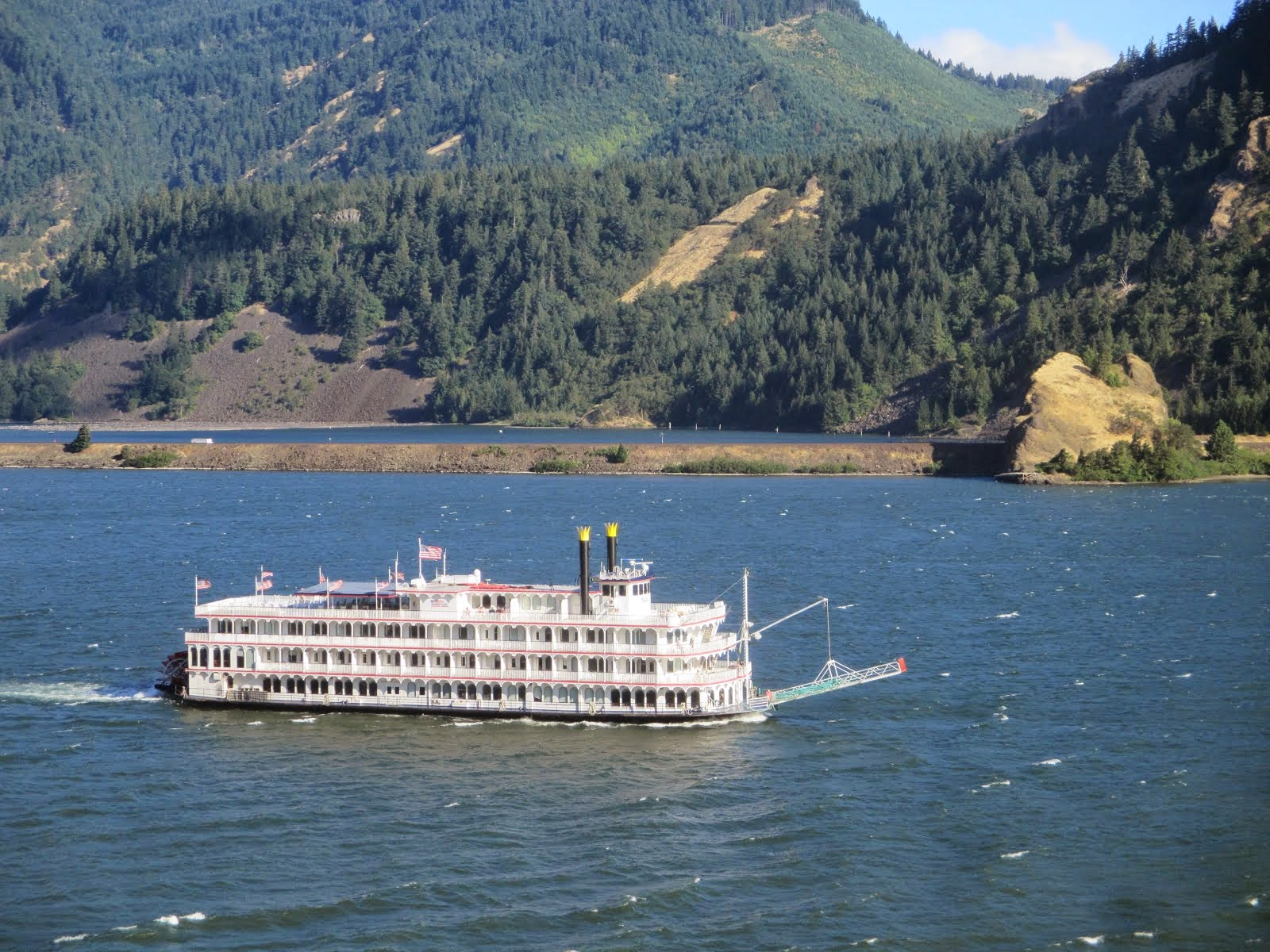 BATEAU SUR LA COLOMBIA RIVER- WASHINGTON STATE