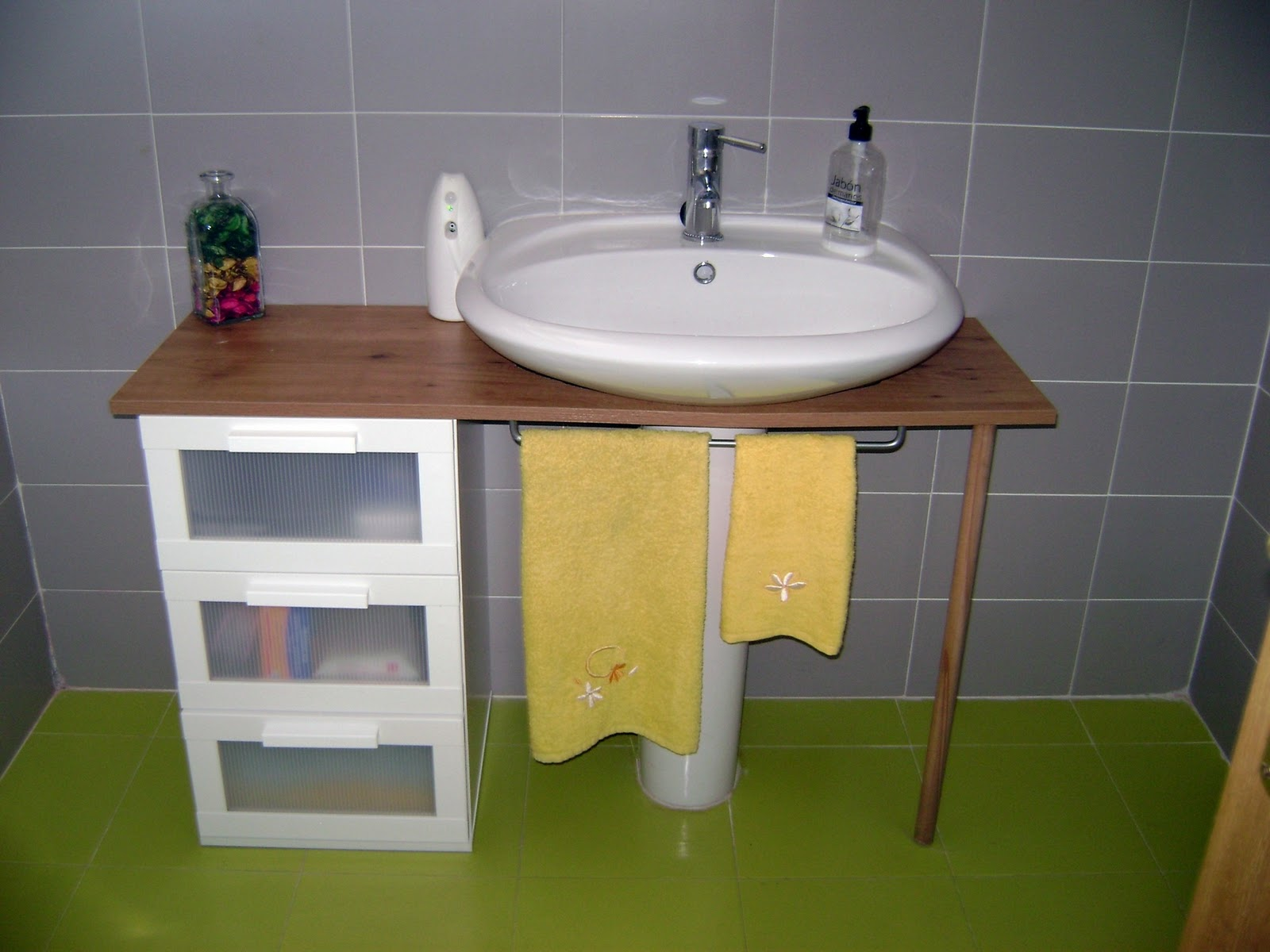 Punto de partida ikea hack ba o - Muebles de bano adaptables a lavabo con pie ...