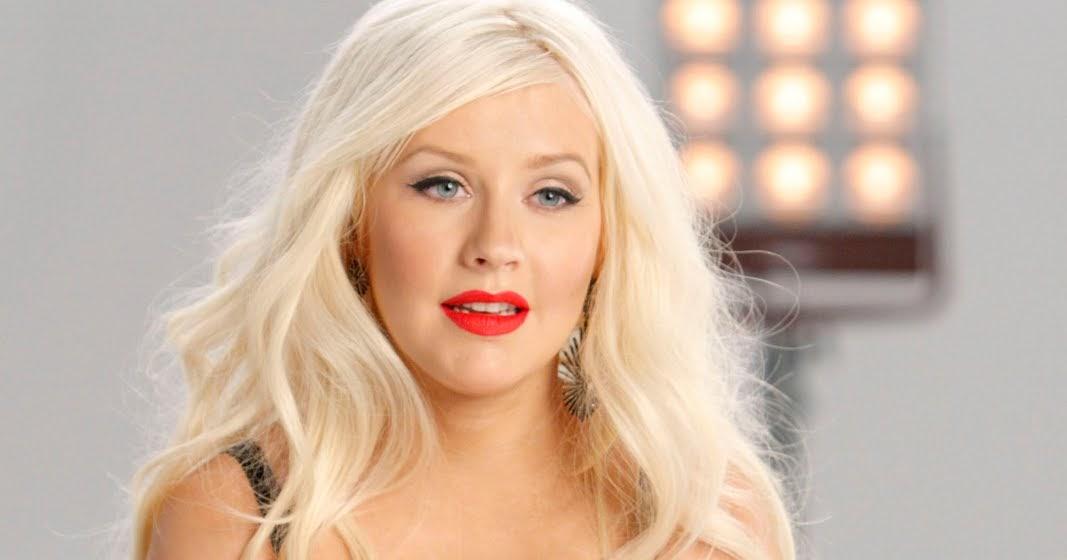 Miley cyrus eyebrows: Christina Aguilera rejoins The