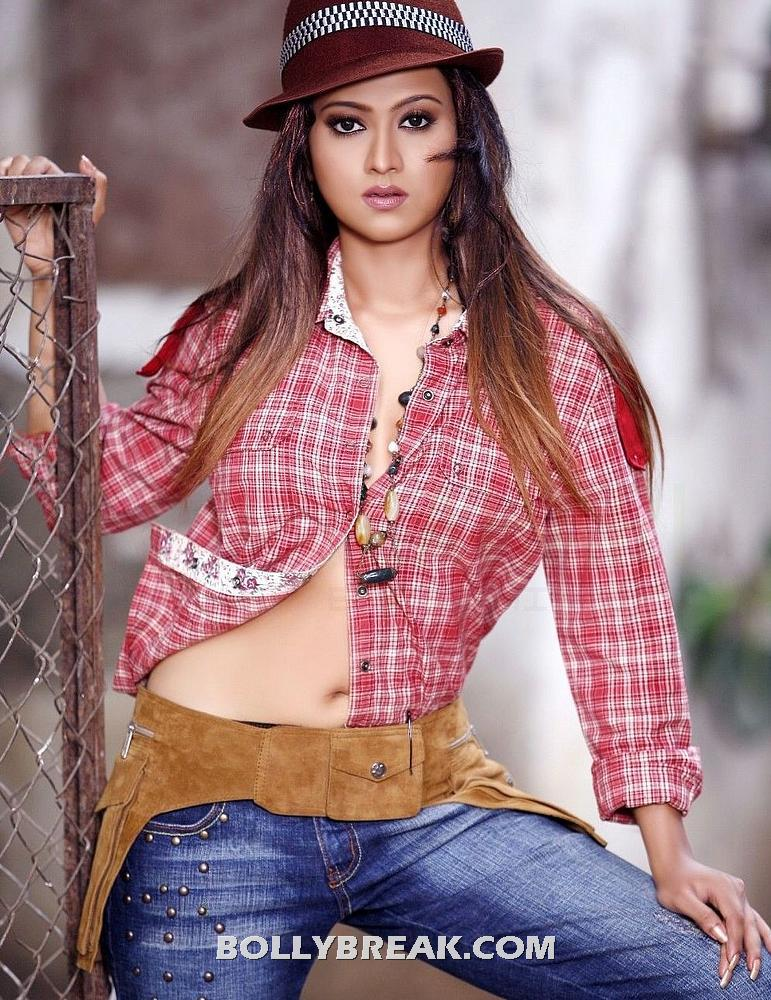 Aakarsha navel show in hot jeans & top - Aakarsha Navel Show in Hot Jeans & Shirt