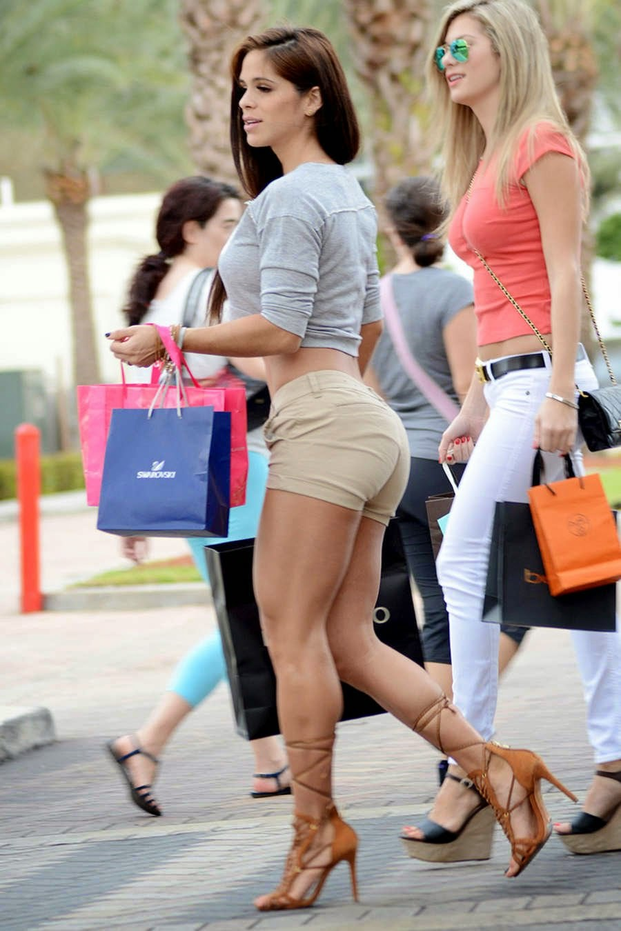 Michelle #Lewin #Shopping in #Miami   Stunning Actress