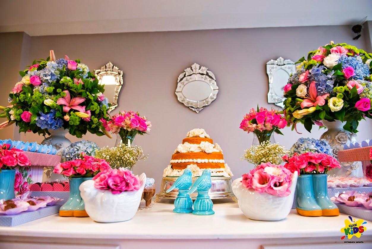 Candy bar de bautizo con flores - mesa de dulces1