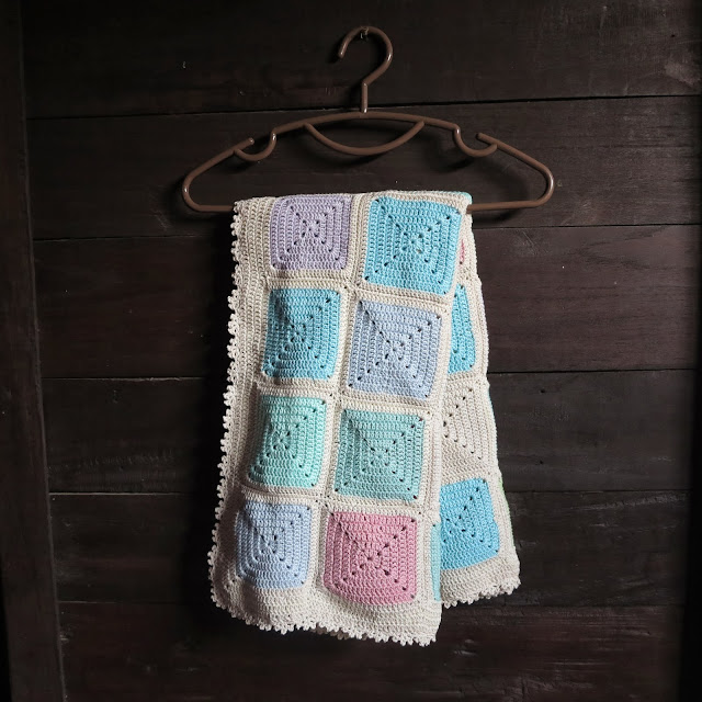 ByHaafner, crochet, travel blanket, solid granny squares, pastel, picot edging