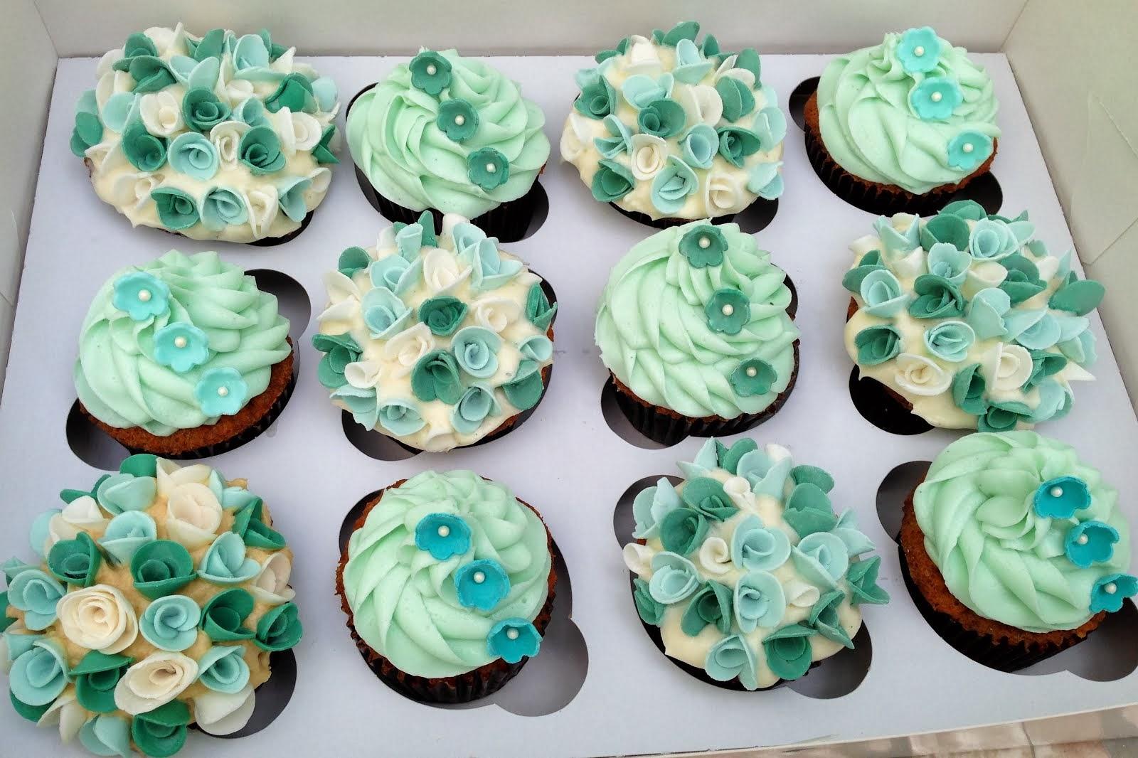 Blue fondant flower cupcakes