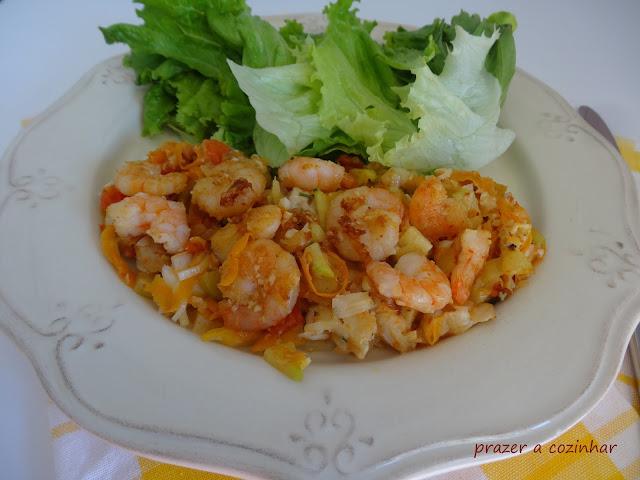 prazer a cozinhar - camarões com legumes