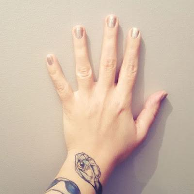 Petits bonheurs Pensée positive Beauté Vernis Tatouage Inked Girl