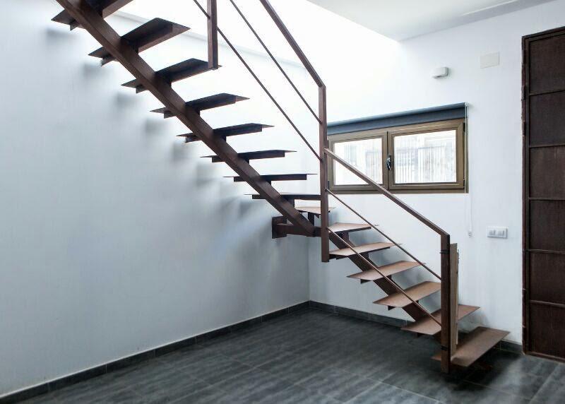 Forja real escalera flotante - Barandas de forja para escaleras ...