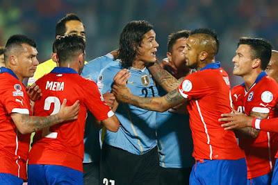 Edinson Cavani, l'attaquant du PSG, a été exclu avec l'Uruguay contre le Chili en quarts de finale de la Copa America