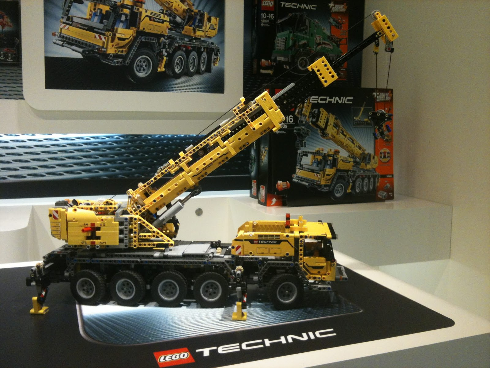 detoyz shop 2013 2nd half lego technic sets. Black Bedroom Furniture Sets. Home Design Ideas