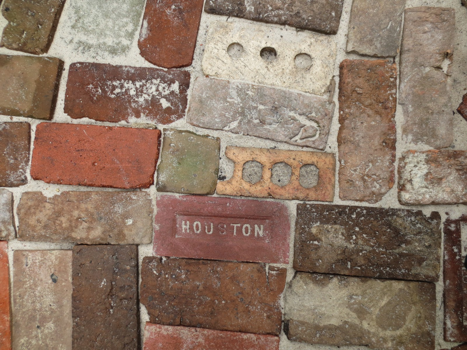 Tropical Texana: ANTIQUE BRICK COURTYARD COMES TO LIFE HERE IN THE ...