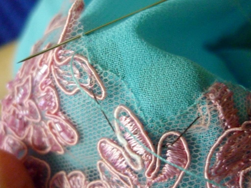 baju kurung moden patch lace