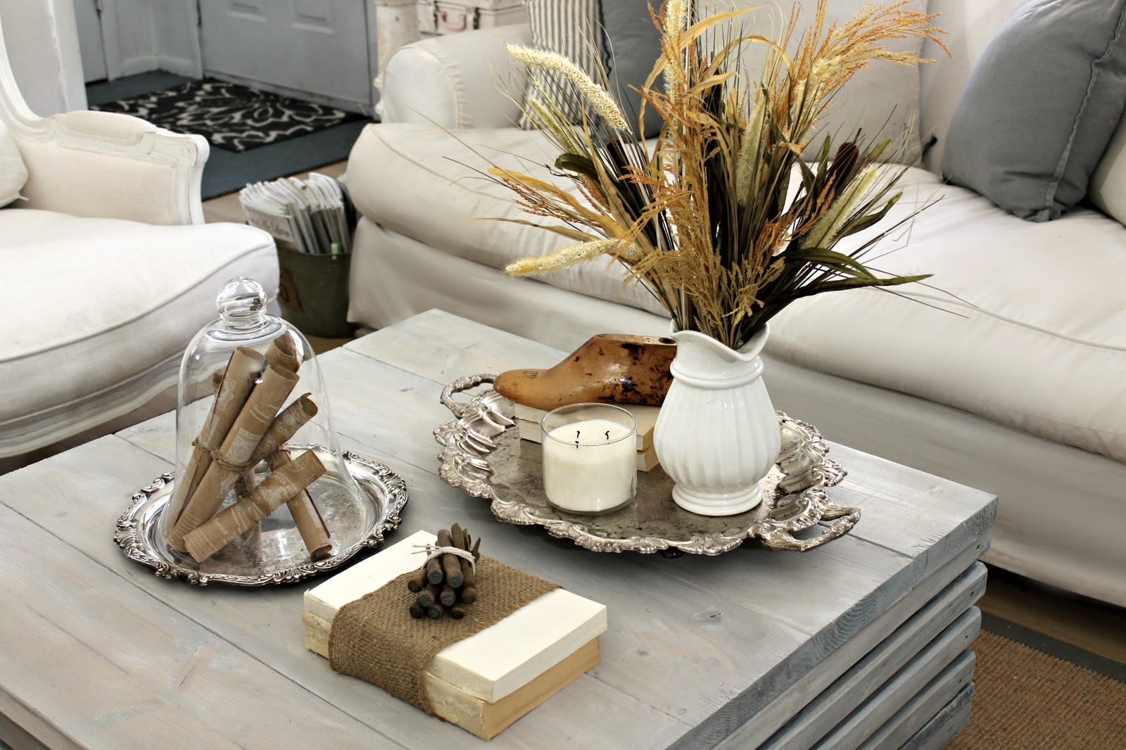Shabby sweet cottage a new coffee table and a little fall Modern fall table decorations