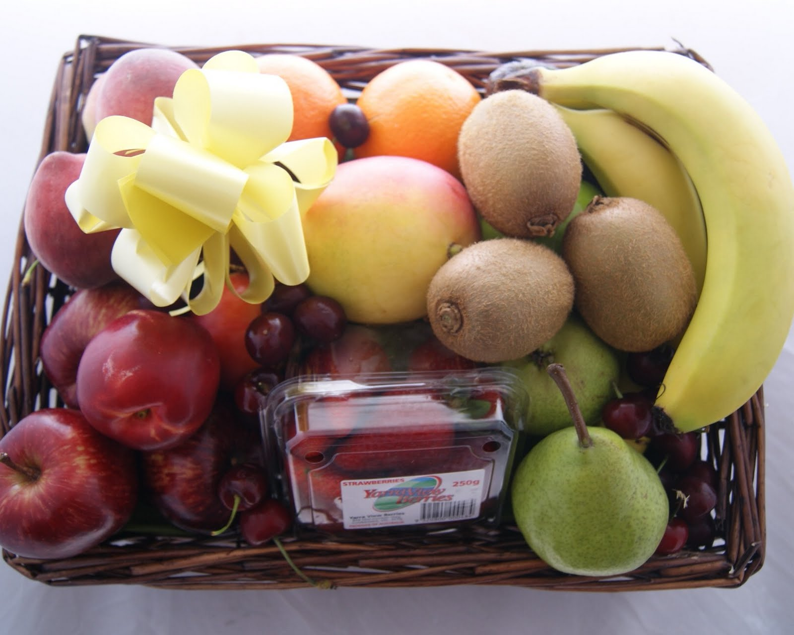 How To Make A Flower Fruit Basket : Gourmet hampers australia happy christmas fruit baskets