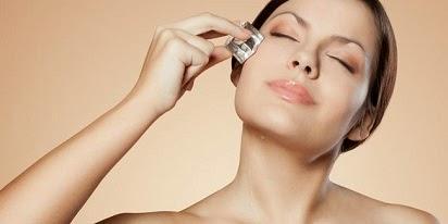manfaat es batu untuk wajah bopeng,manfaat es batu untuk kulit,es batu untuk wajah setiap hari,
