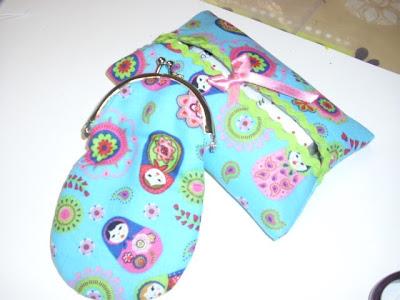 Conjunto carteira e porta-lenços, feitos à mão