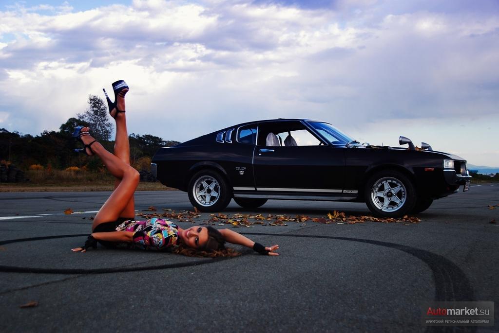 galeria zdjęć, samochody z Japonii, klasyczne, foto, Toyota Celica, pierwsza generacja, seksowna dziewczyna, długie nogi, pozuje, panny z samochodami, スポーツカー、 クラシックカー、 トヨタ・セリカ