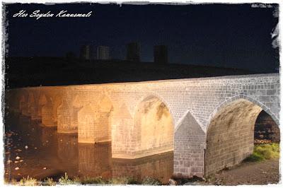 On gözlü köprü, Diyarbakır