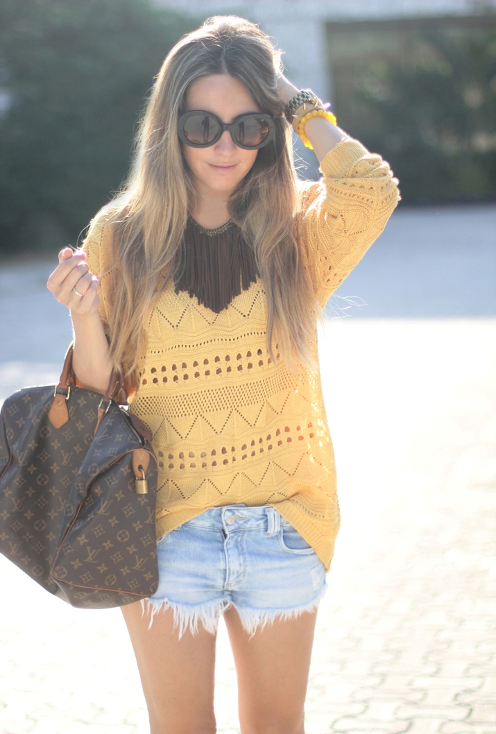 Yellow / moutarde tribal sweater with fringed necklace by fashion blogger Mónica Sors