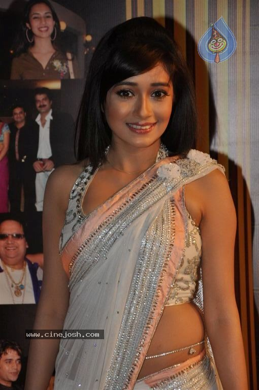 Desi Shotz: Tina dutta showing her white panty in backless