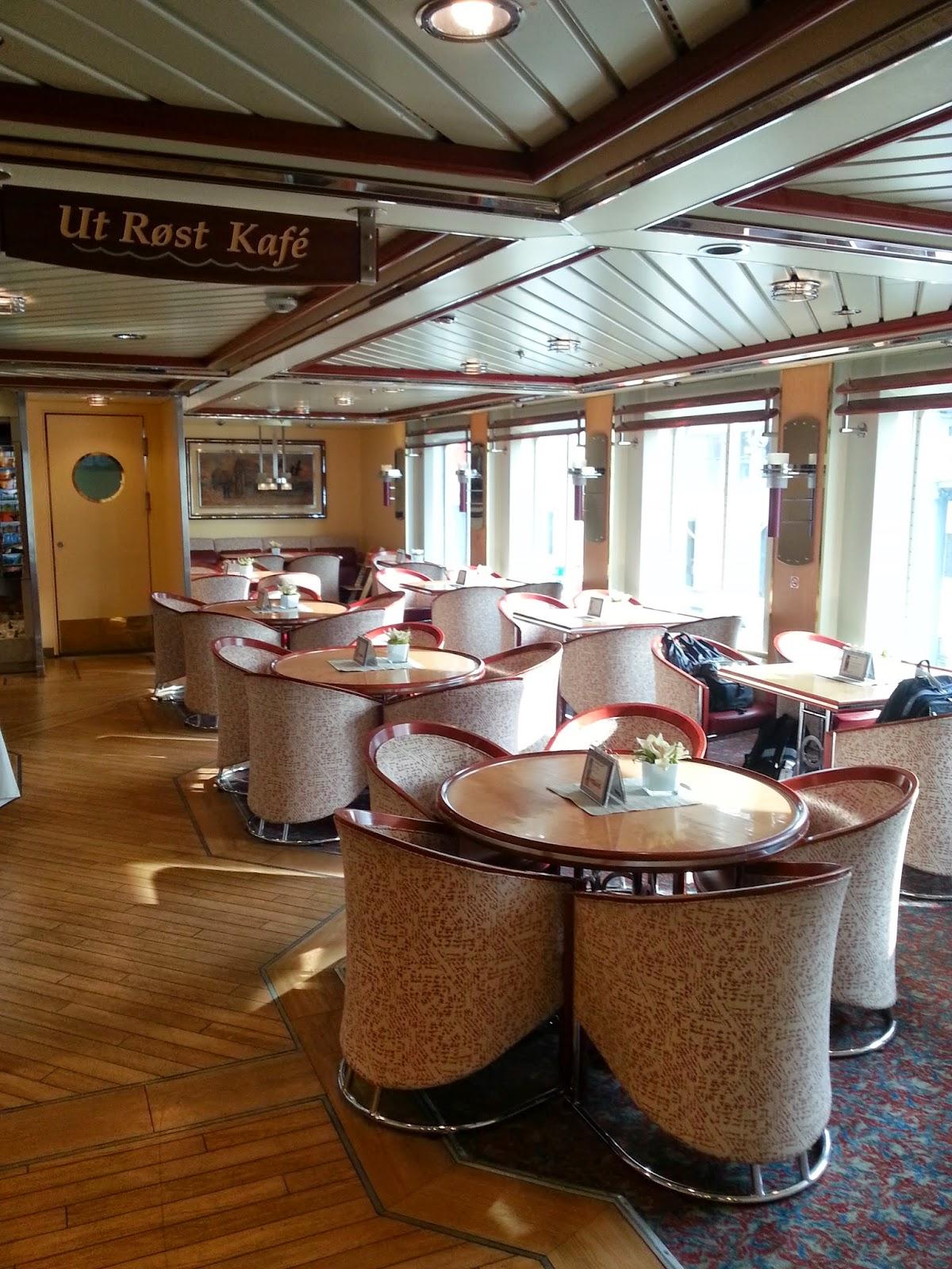 Hurtigruten MS Nordkapp - Ut Røst Cafe