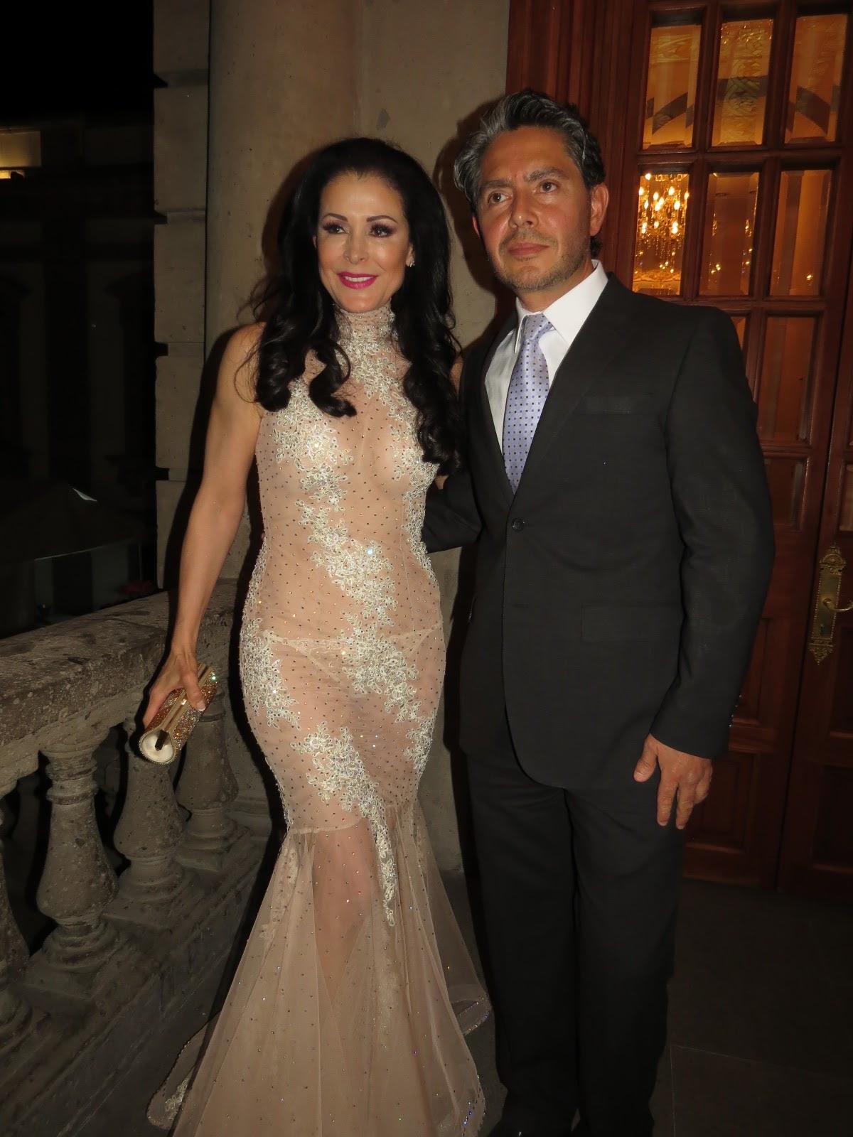 Foto Free Lourdes Munguia Jolie Clothing Melish Dress Gold M