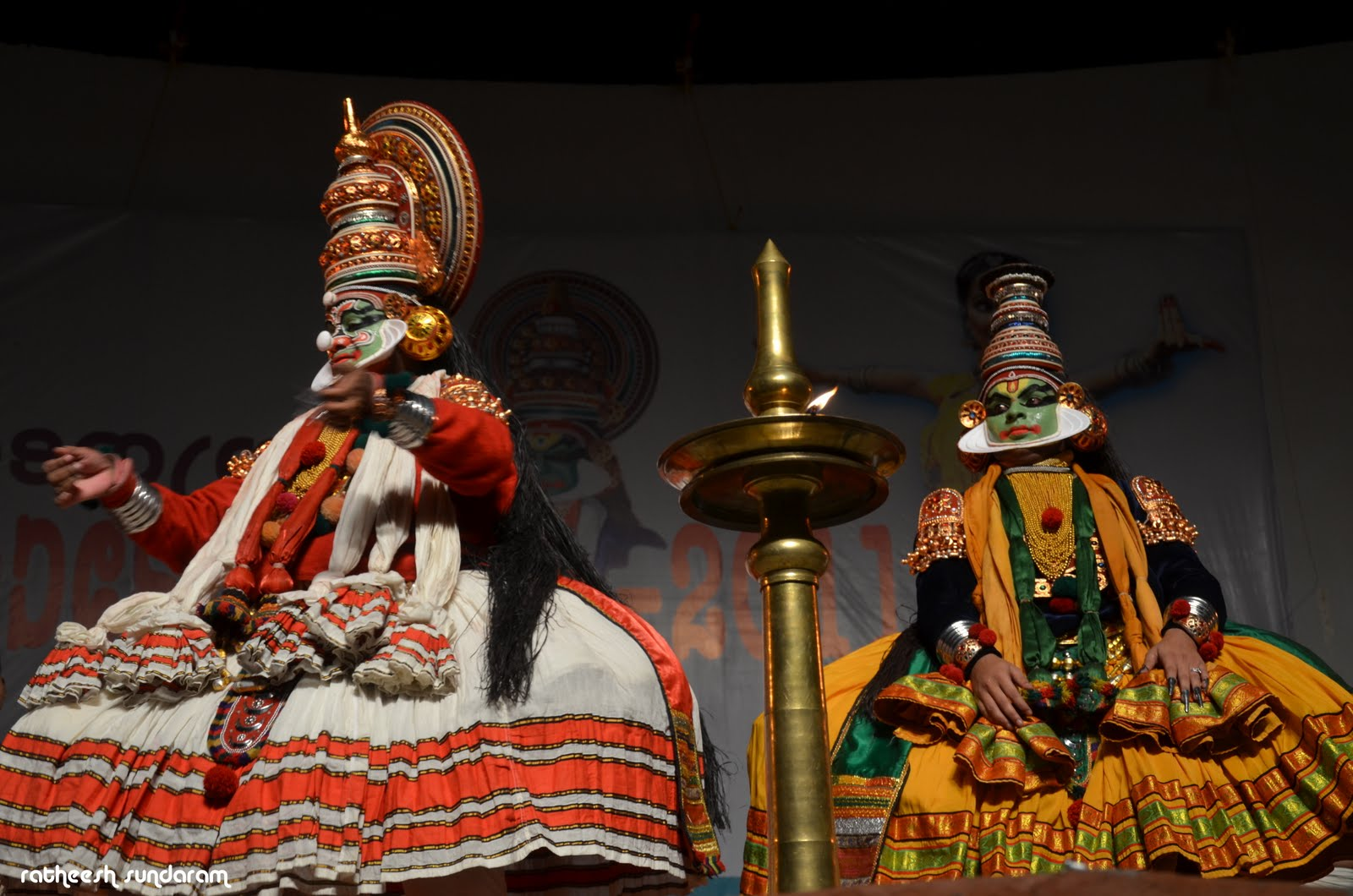 indian theatre Most of indian theatre had no scenery there was usually a few props like a brass lamp when the concept of theatrical art was introduced medieval india was narrating poems.