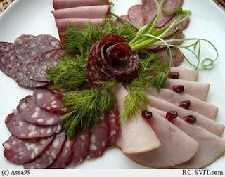 Закуски и украшения из колбасы: красиво и оригинально