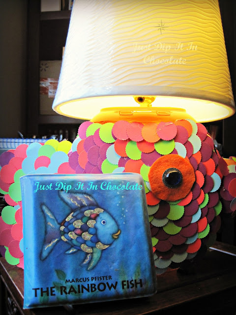DIY Tide Pods Fish Lamp. a clever way to re-purpose that old container and make something whimsical and useful. Great for kids's rooms and a project they can help create with a little of mom's help.