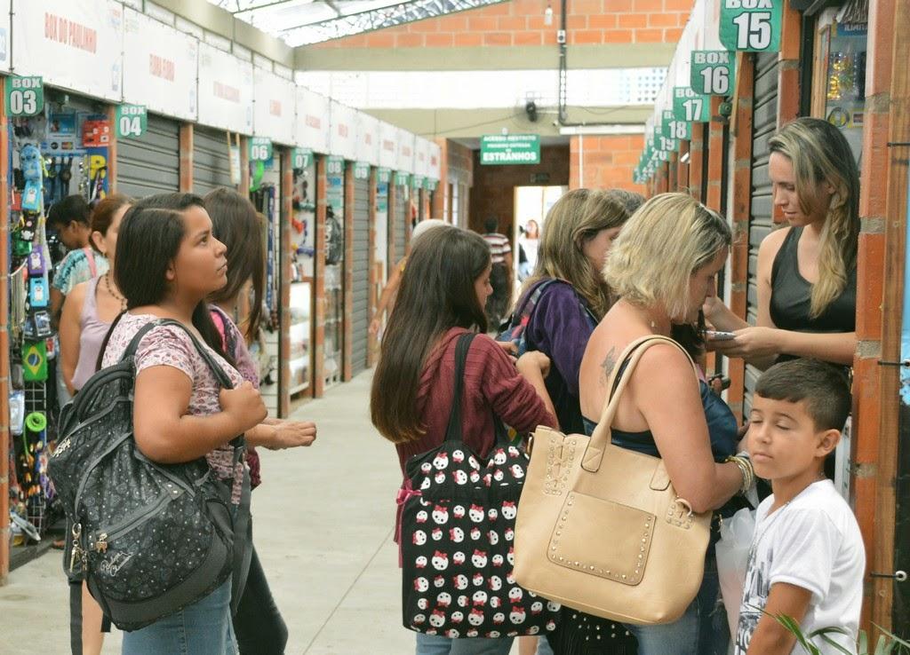 As irmãs Iris e Iriane Andrade dobraram o faturamento do negócio de eletrônicos desde que foram trabalhar nas novas instalações do Mercado Popular