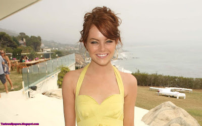 Emma Stone Cute Girl Wallpaper