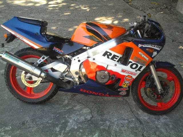 Honda CBR 400 Repsol