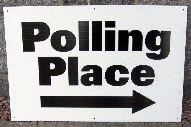 Cartel Polling Place - Mesa electoral en Reino Unido