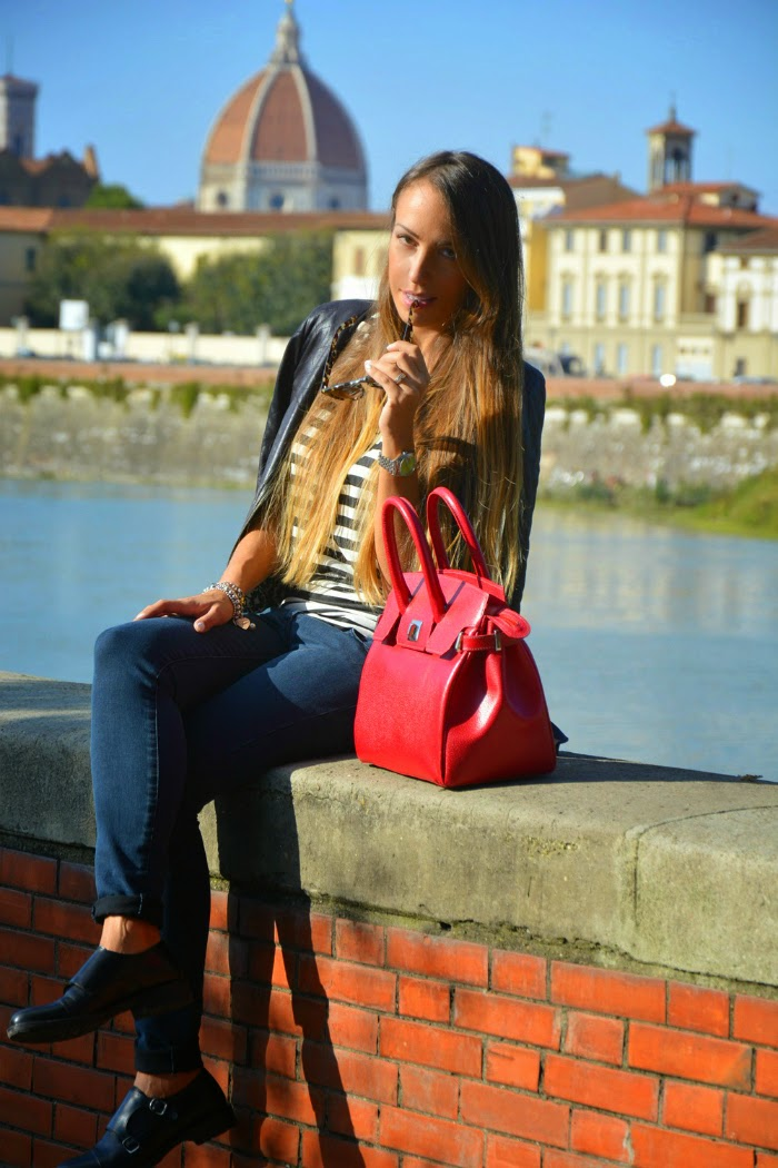 outfit borsa rossa