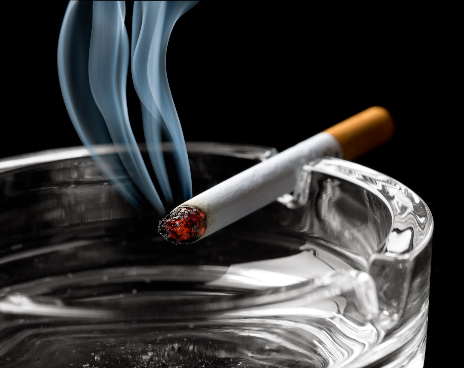 cigarettes-ash-tray-wallpaper