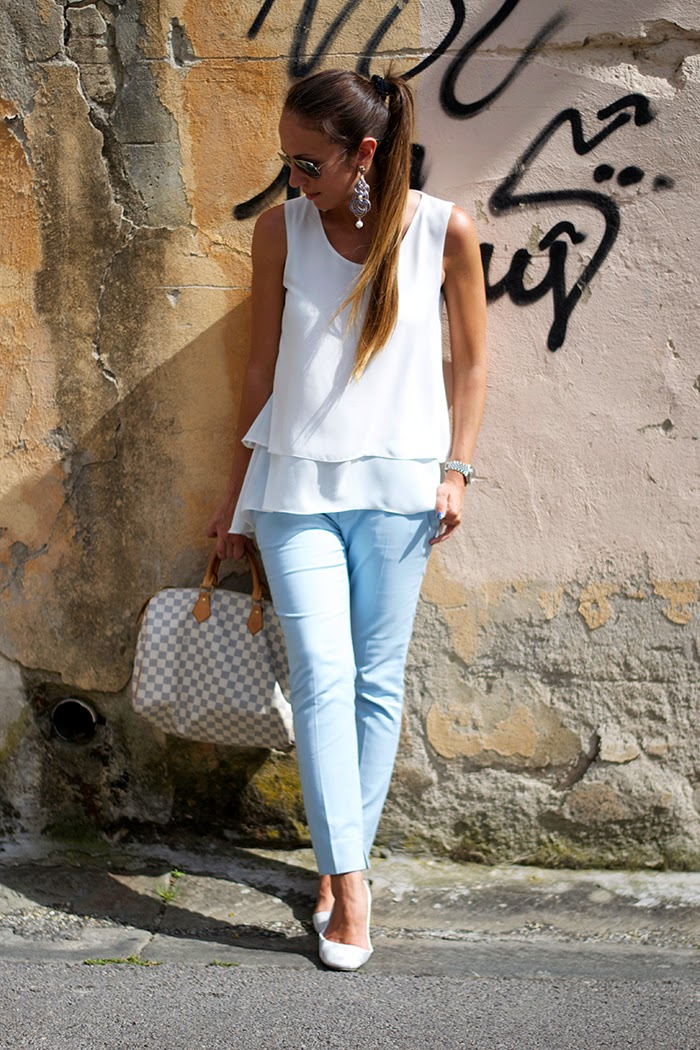 pantaloni azzurro pastello