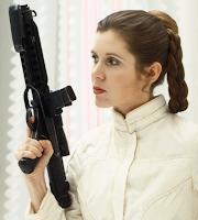 La encantadora «Princesa Leia Organa», armada con un «Blaster»